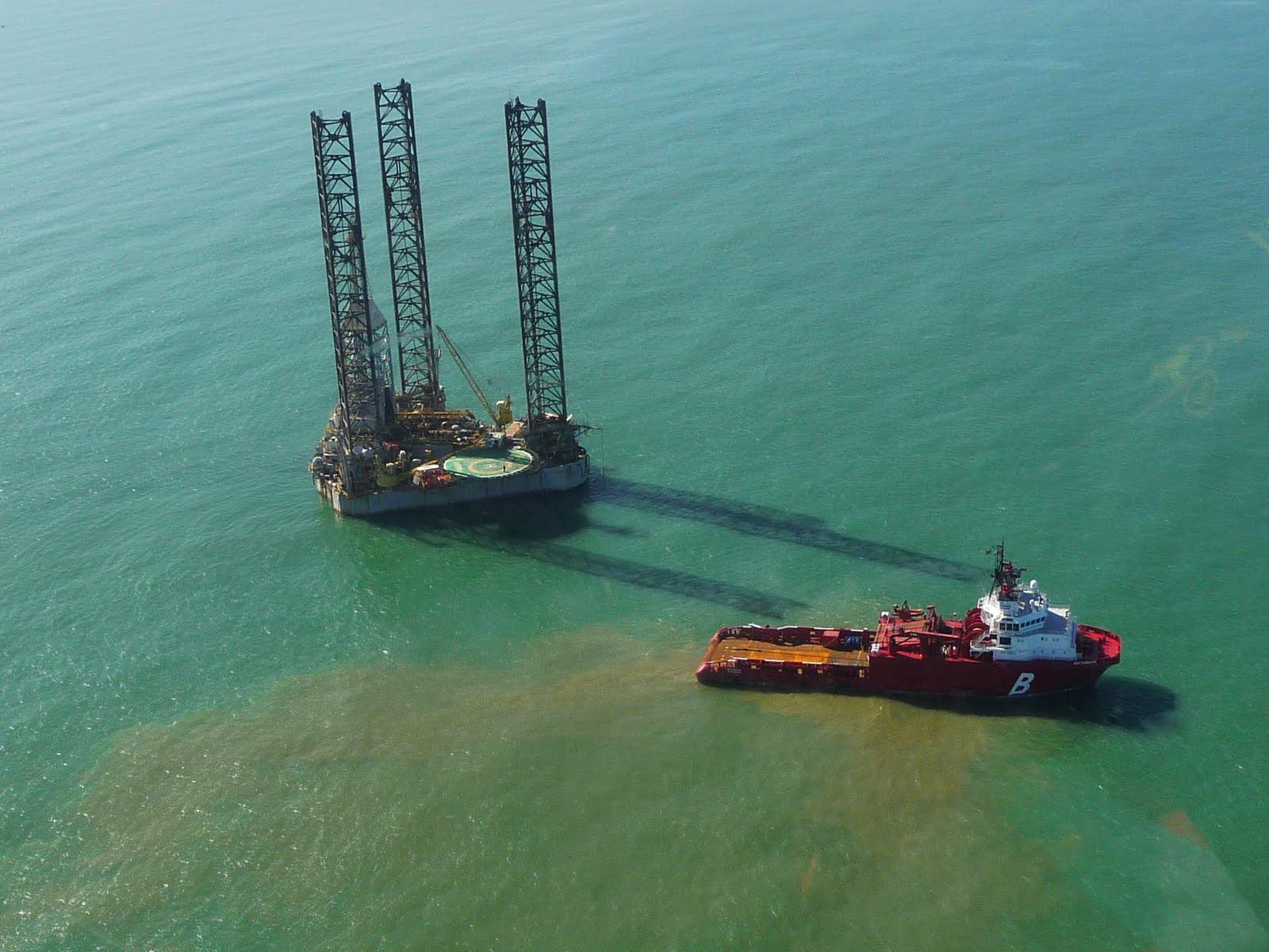 Resultado de imagem para torre da petrobras no mar